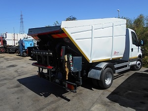 MINI-COMPACTOR ON TIPPING TANK IRIDE 7 M³ ON IVECO DAILY 65C14 (YEAR 2006)